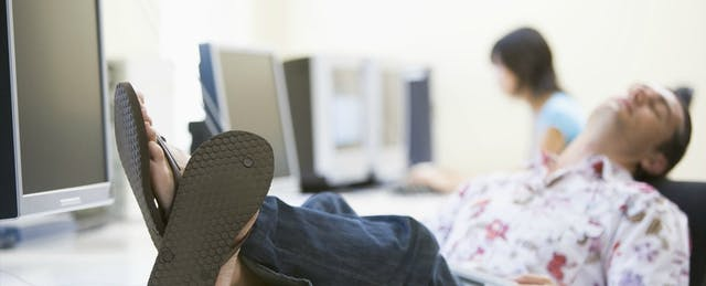 Unpacking the Problem of Unmotivated Online Students